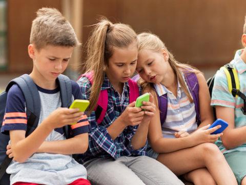 діти смартфони