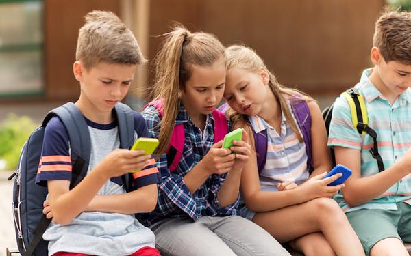 Діти і смартфони. ВСЕ ГІРШЕ, ніж нам здається